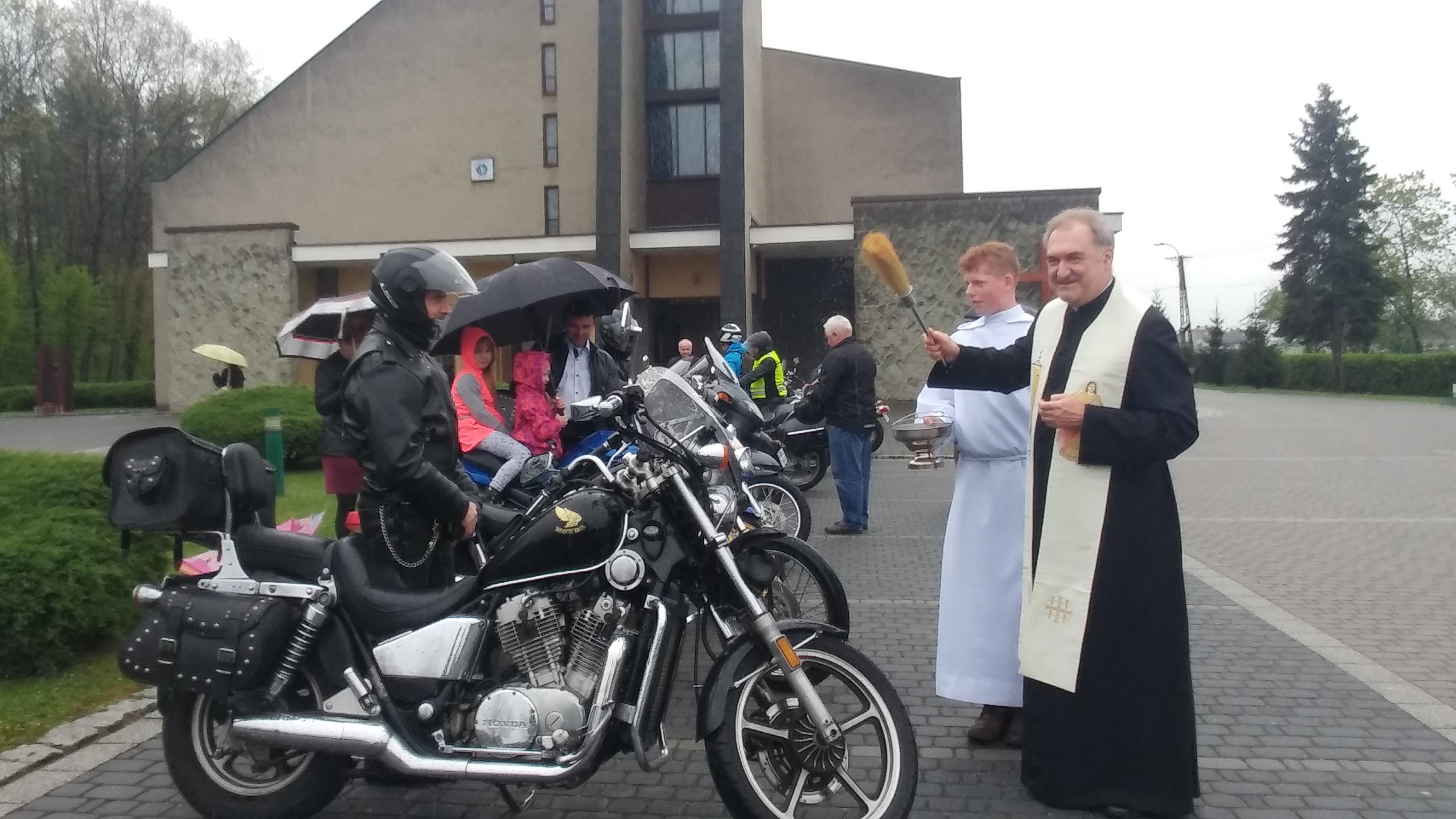 święcenie motocyklów