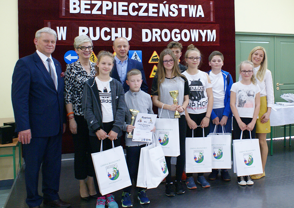 zdjęcie grupowe - drużyna z SP Bojszowy